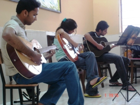 Guitar Classes in Noida