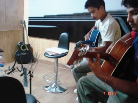 Guitar classes shipra mall